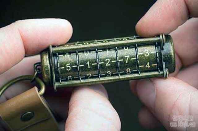教你如何给U盘设置密码,再也不用担心隐私会泄漏了!