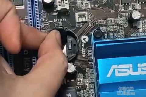 短接正负铁片达到清零BIOS